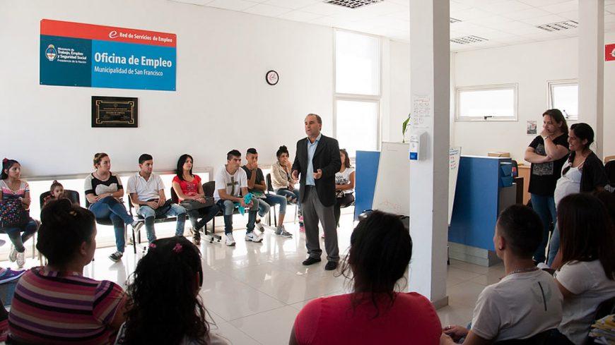 Comenzaron los cursos de introducci n al trabajo diario for Oficina de empleo cursos