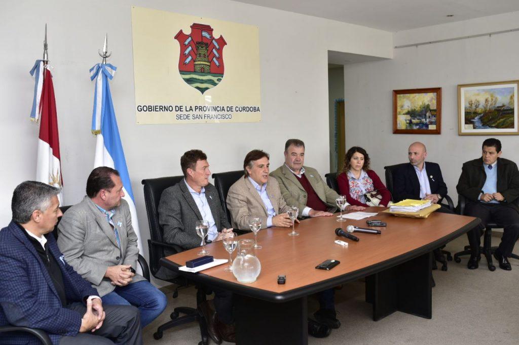 El vicegobernador Llaryora y elministro de salud Fortuna presentes