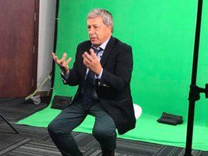 Eduardo Reina: Consultor, especialista en comunicación política, docente universitario y columnista de Diario San Francisco, entre otros medios del país y del mundo.