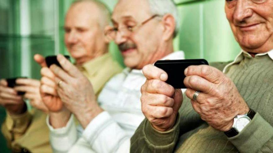 Adultos con celulares