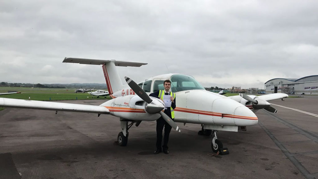 Martín Grosso en el aeropuerto de Exeter, Inglaterra