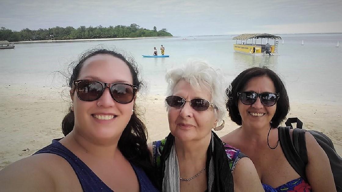Para el cumpleaños de Agustina, en el mes de julio,, su madre y su abuela la visitaron.