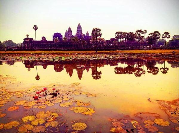 Postal tomada por Luciano de Angkor Wat, un imponente templo convertido en un símbolo de Camboya y el sudeste asiático en general.