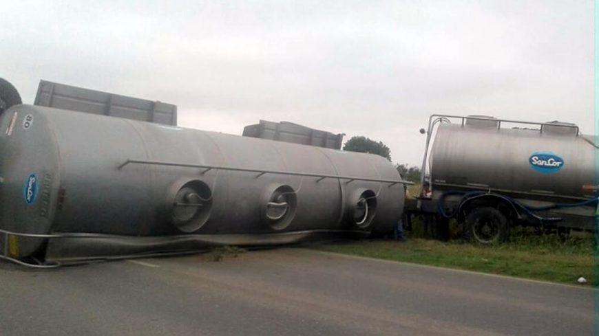 Camión tumbado