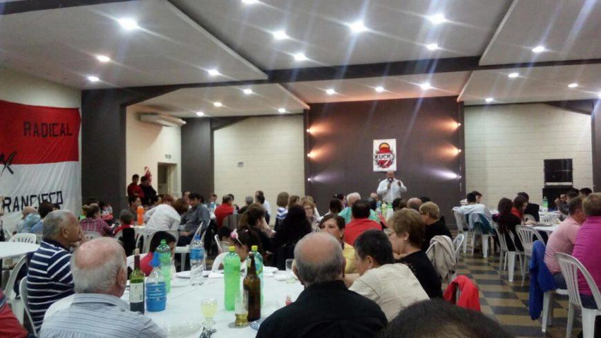 La cena encuentro tuvo lugar en el salón del club Unión Social
